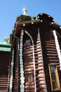 Detalle de uno de los lateras de una iglesia en Ganina Yama