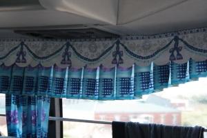 detalle de la decoración del autobús