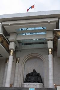 Estatua de Gengis Kan en el parlamento