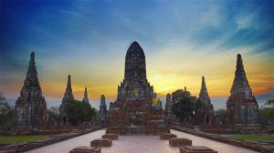 La antigua capital del reino de Siam, sigue latiendo en la selva