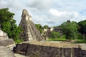 Vista de los templos Mayas en Tikal