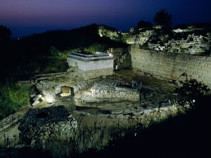 Ruinas de Troya de noche