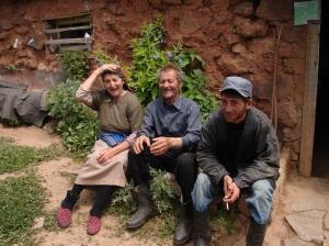 Familia armenia que nos invitó a comer en su casa, en el medio de la nada