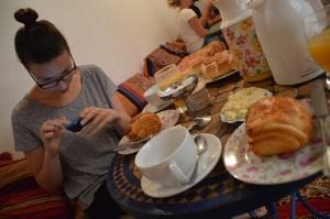 Desayunando en un hostal