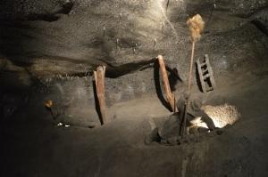 Estatuas de sal en la mina representando la vida diaria